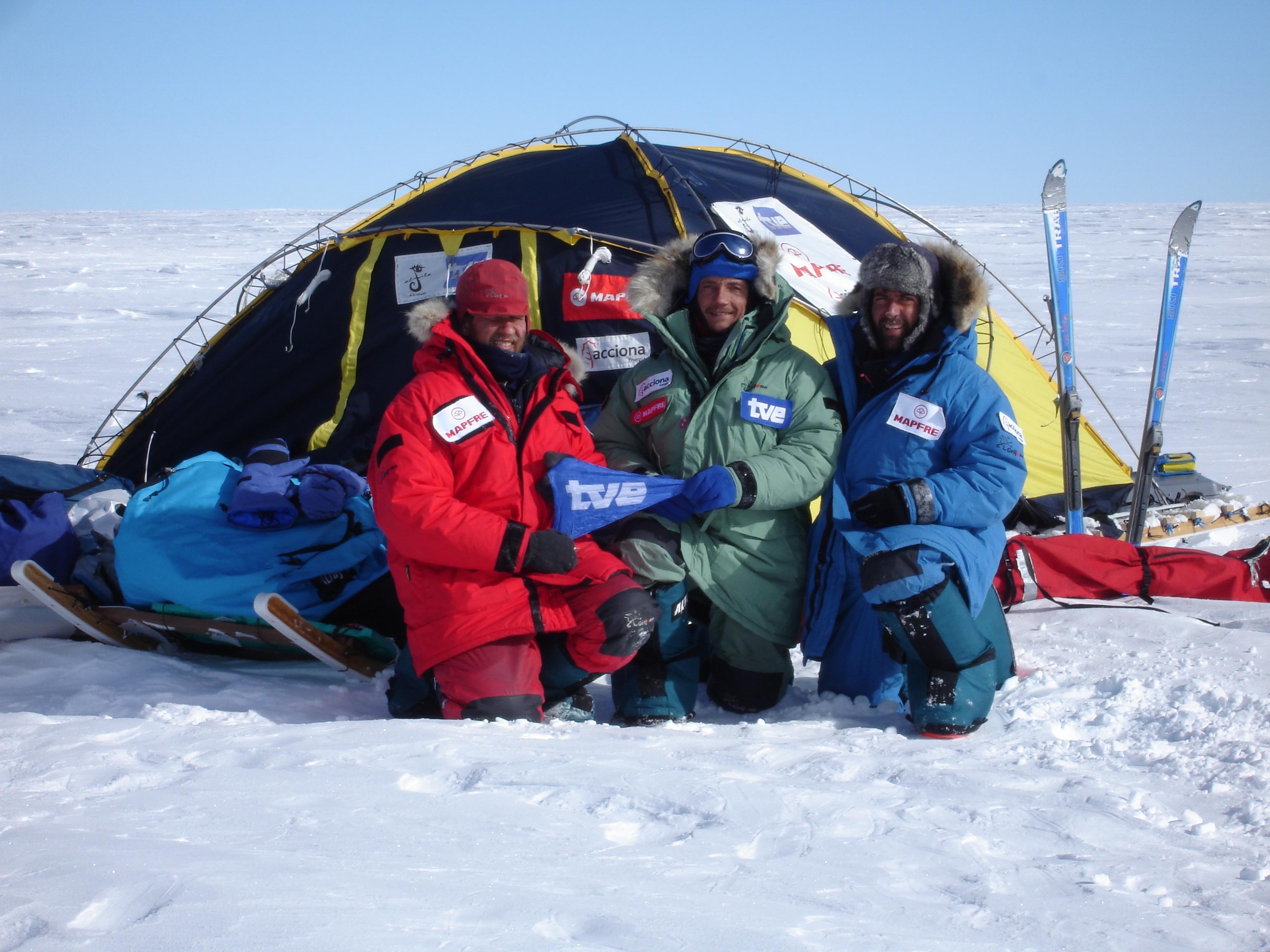 Los expedicionarios en el Polo Sur de Inaccesibilidad.