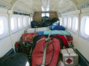 El trineo empaquetado, dentro de la avioneta.