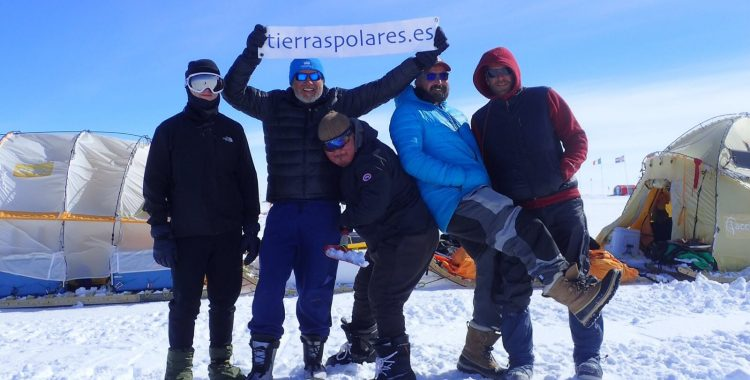 La expedición #RíoDeHielo llega con éxito a la base EastGRIP