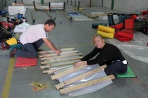 Juan Manuel Viu y Karin Moe Bojsen, en Madrid preparando el trineo.
