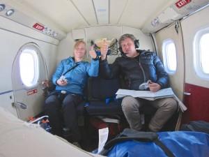 Karin M. Bojsen y R. Larramendi, volando al hielo, el sábado 1 de mayo.